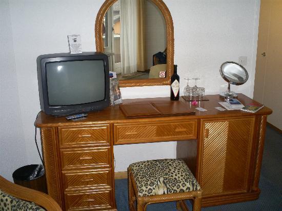 Hotel Sasso Boretto: Rattan-Möbel, Fernseher