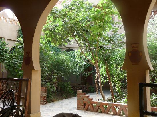 L'Auberge Oasis: Il giardino.