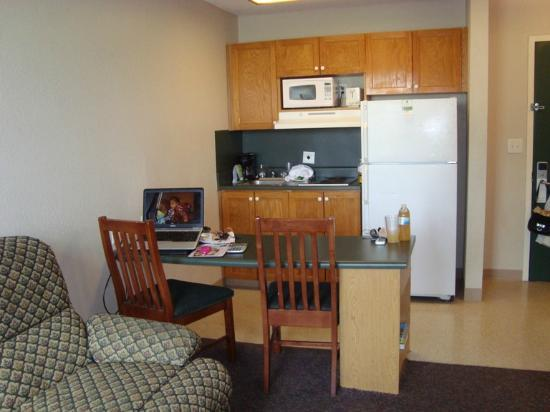 Nashville/Madison Extended Stay Hotel: Kitchen area of room