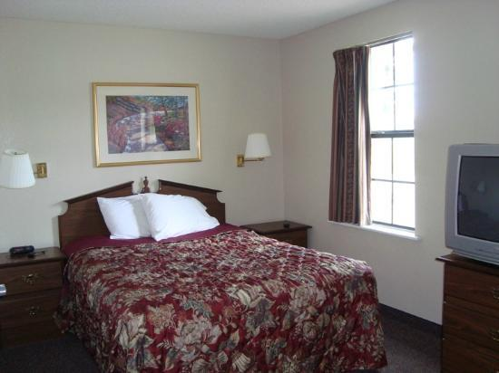 Nashville/Madison Extended Stay Hotel: Full Size Bed