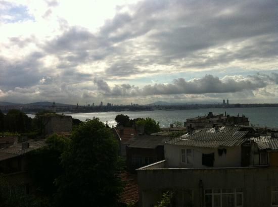 Tulip Guesthouse: view from the breakfast-room over the bosporus
