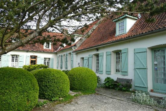 Ferme Prevost de Courmiere : Some rooms to the right and also the dining room