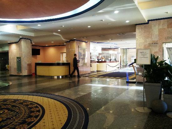 President Hotel: Eingangshalle