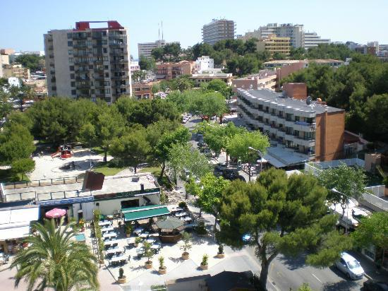 Hotel Son Matias Beach: Surrounding area with Magaluf in the distance