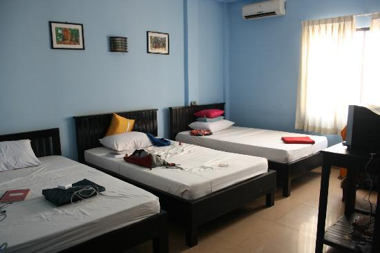 Victory Guest House : a 3 person room