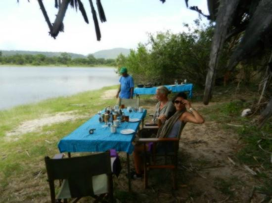 Beho Beho: Breakfast on the safari at the shore of the croc lake