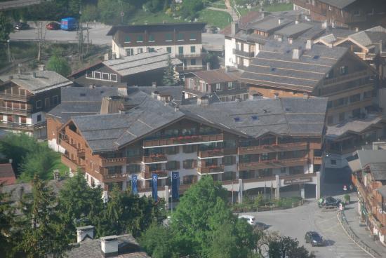 Hotel Au Coeur du Village: Hotelansicht von der Seilbahn aus