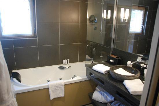 Hotel Au Coeur du Village: Badezimmer