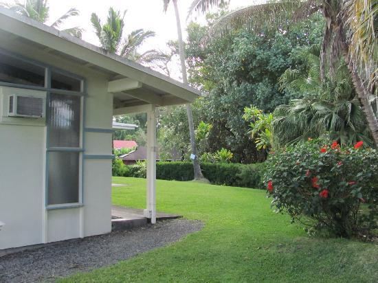 Arnott's Lodge: Lodge grounds