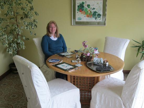 Merzie Meadows: Breakfast Room