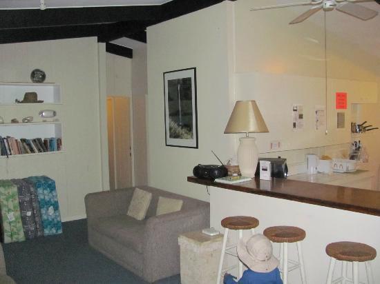 Arnott's Lodge: LR