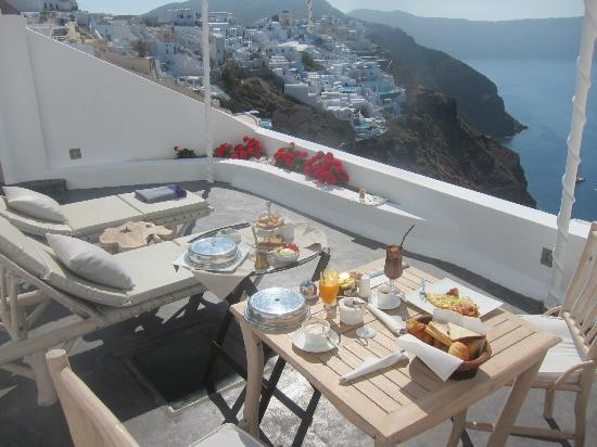 Andronis Luxury Suites: breakfast in room private balcony