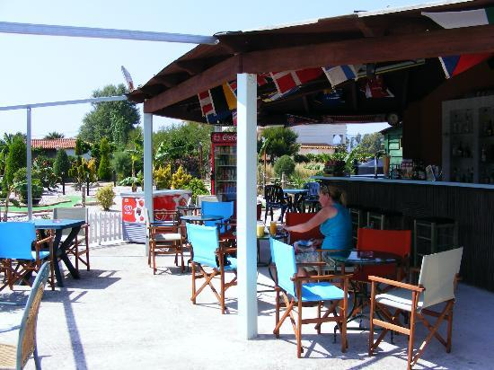 Kalamaki Crazy Golf : The open plan bar area (but partially covered should it rain)!
