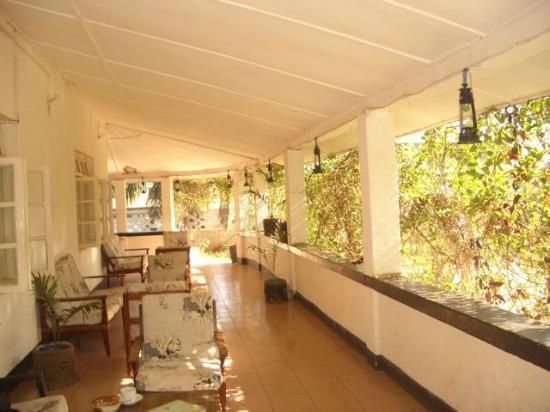 Mama Pierina Restaurant and Annex: Mama P's friendly porch
