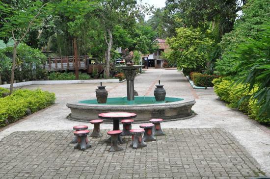 Sabaidee Guesthouse : jardin sabaidee