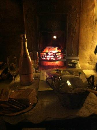 La Provence D'Afrique: Fire place in the room