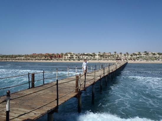 Rixos Sharm El Sheikh: Steeg am Strand
