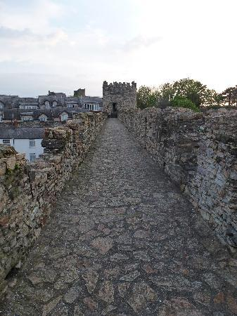 Conwy, UK : nice wide path