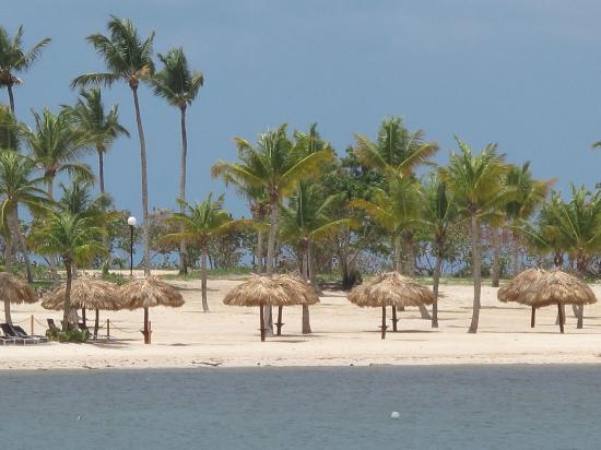 Grand Bahia Principe La Romana: La vue vers un autre partie de l'anse, plus récente