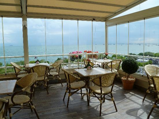Bucoleon by Cheers: La terrazza