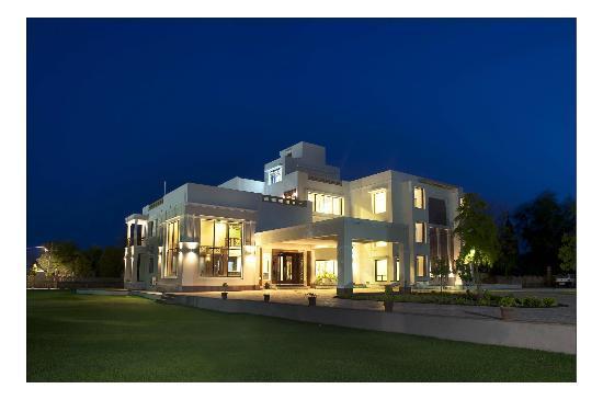 Lariya Resort : pleasant evening view of the hotel