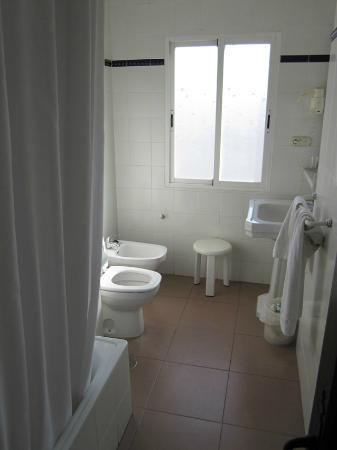 Hotel Lima Marbella: room 665 bathroom