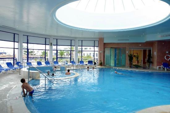 Regency Hotel and Spa : Piscine couverte