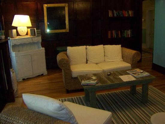 Colonnade Inn : Comfortable and relaxed sitting area