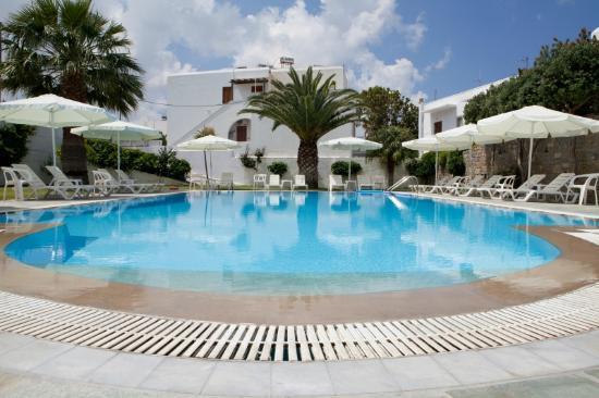 Polos Hotel: Pool area
