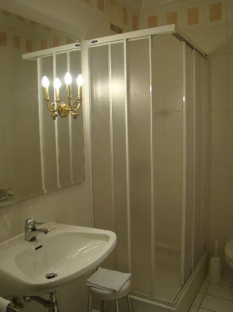 Hotel Gollner: Bathroom
