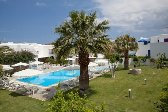 Polos Hotel: Pool & Garden area