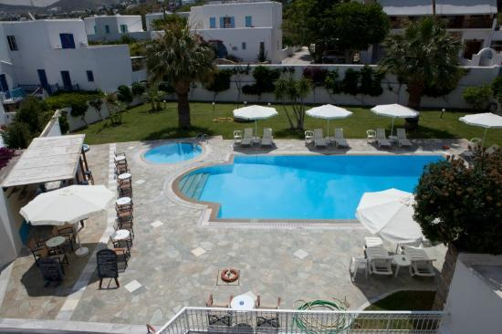 Polos Hotel: Pool and Garden area