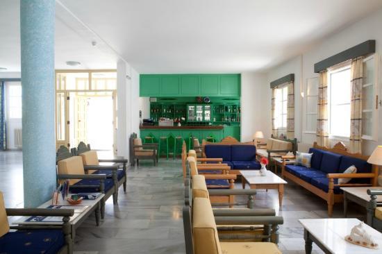 Polos Hotel: Lobby & Bar