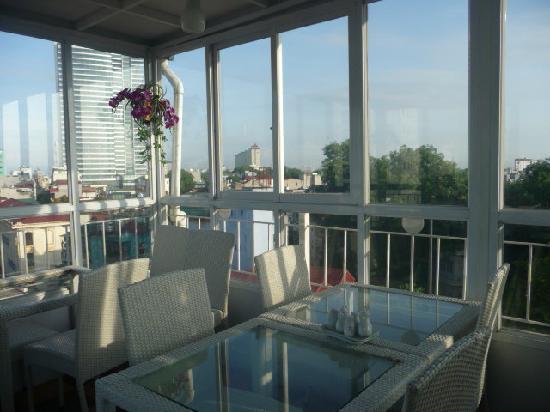 The Time Hotel: вид на город из кафе,где завтрак