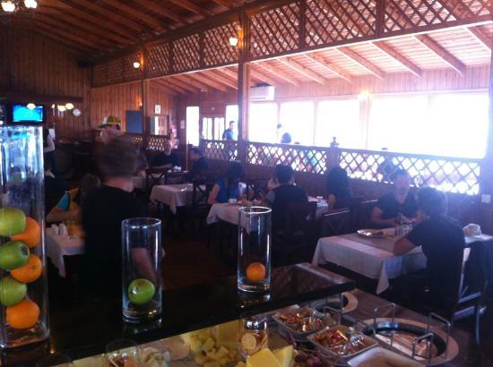 The Crescent Beach Hotel: Restaurant / Frühstücksbuffet