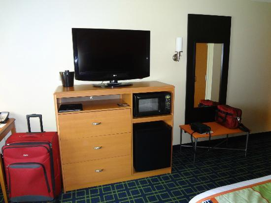 Fairfield Inn & Suites Montgomery-EastChase Parkway: good tv plus microwave and fridge