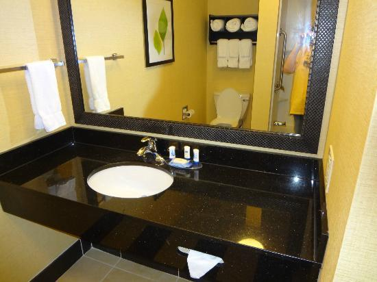 Fairfield Inn & Suites Montgomery-EastChase Parkway: nice big bathroom