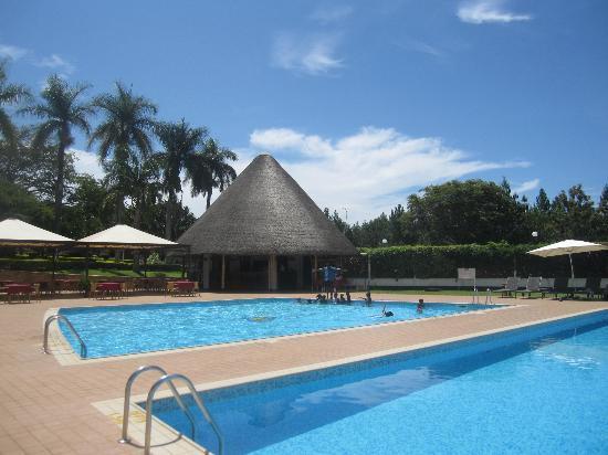 LAICO Lake Victoria Entebbe Hotel: Pool Bar