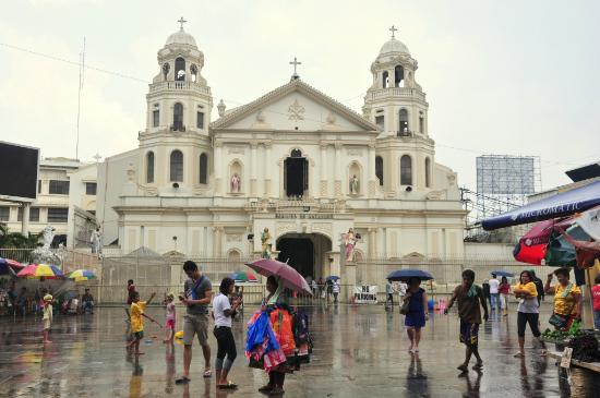 Quiapo Church: Outside