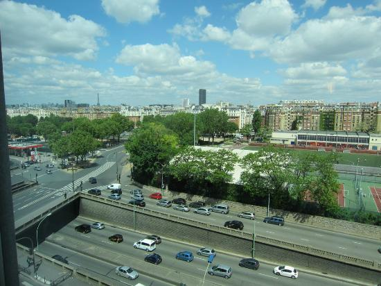 Outside view eiffel tower picture of ibis budget paris - Porte d orleans ...