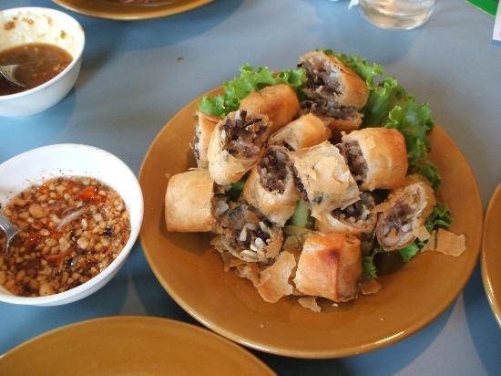 Vietnam Pathum Thani: 揚げ春巻き