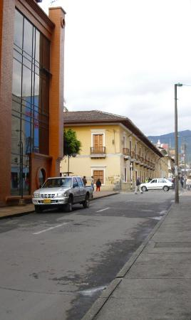 Hotel Fernando Plaza: Una calle cerca del hotel
