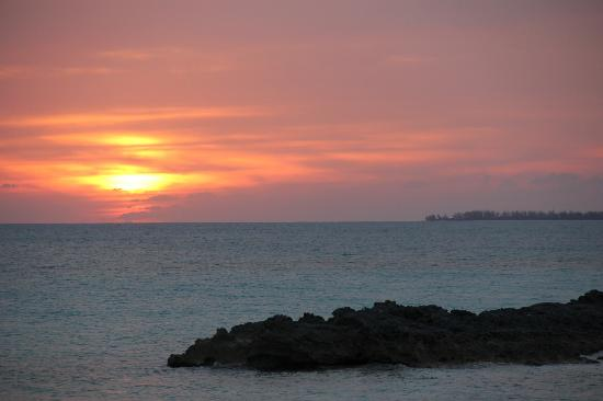 Shannas Cove Resort: Sunset from Da Smoke Pot