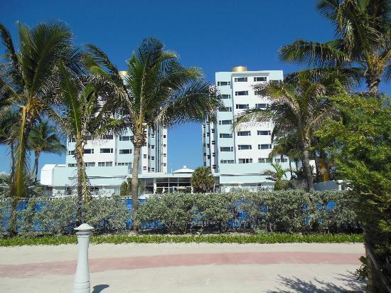 Sherry Frontenac Hotel: Vista desde la playa