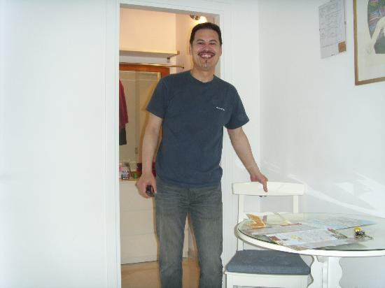 B&B Casa Baseggio: Rob in our bedroom with bathroom foyer behind