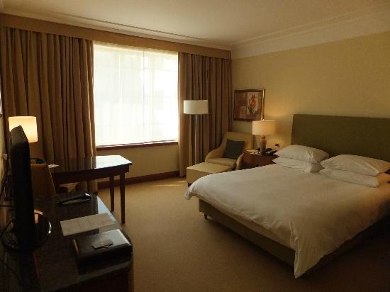 Regent Warsaw Hotel : Club Queen Bedroom