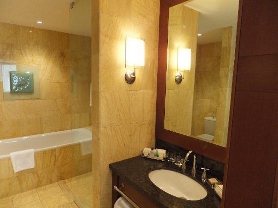 Regent Warsaw Hotel : Bathroom