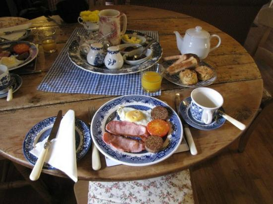 Cloch na Scith Thatched Cottage: Delicious Irish breakfast