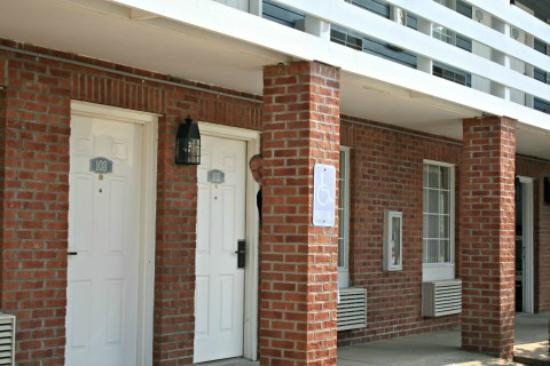 Red Roof Inn Uhrichsville: First floor rooms