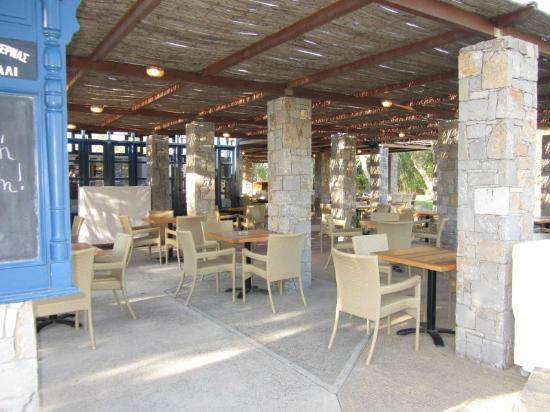 Agapi Beach Hotel: Outside restaurant